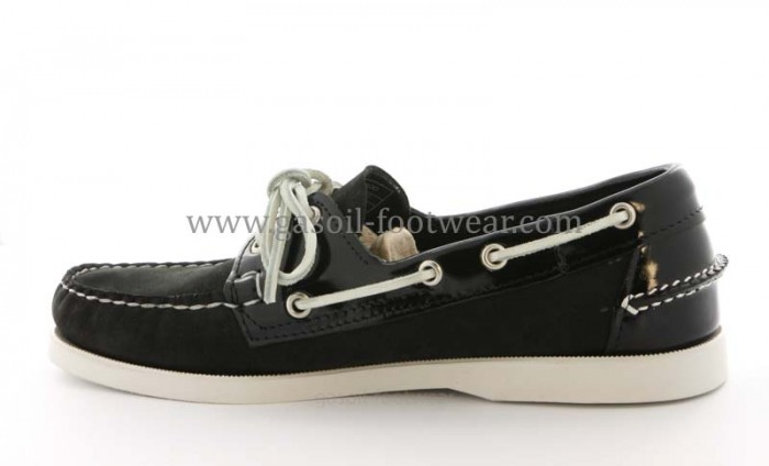 Chaussure Sebago Dockside en cuir noir.